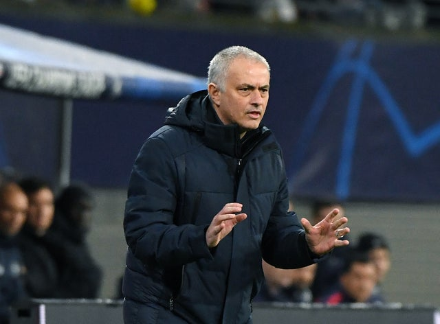 CĐV Tottenham phát cuồng, ca ngợi Jose Mourinho vì 1 nghĩa cử cao đẹp thời COVID-19 - Bóng Đá
