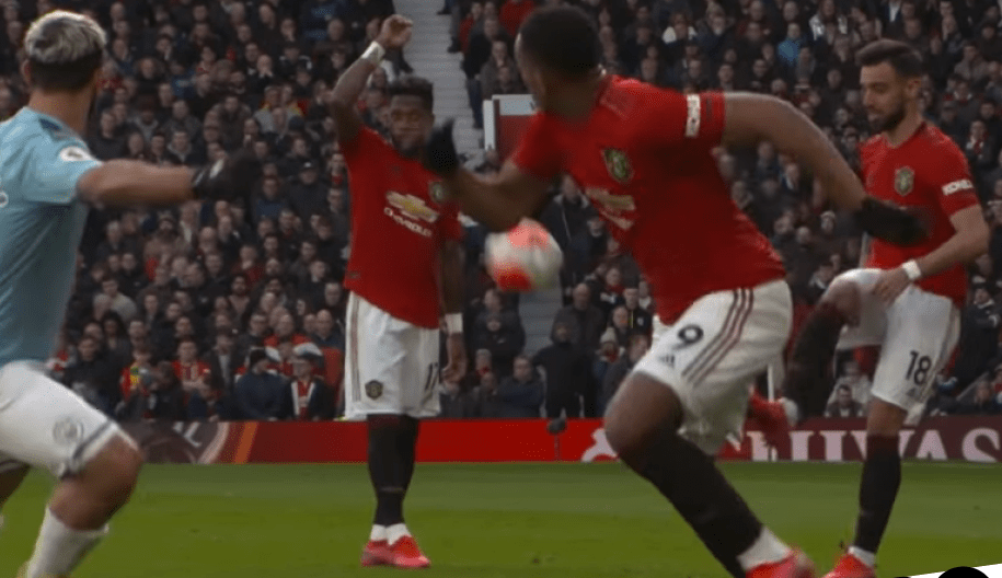 Bruno Fernandes reveals he tricked two Man City players during Manchester United's derby win - Bóng Đá