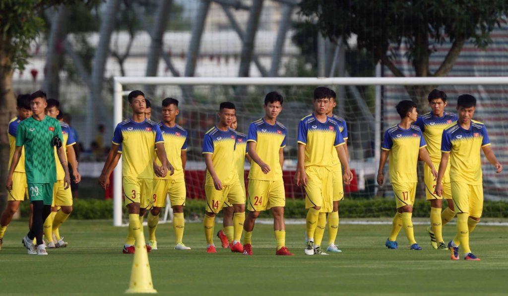 Đã rõ lý do HLV U19 Việt Nam cho các học trò tập vào lúc... 21h00 - Bóng Đá