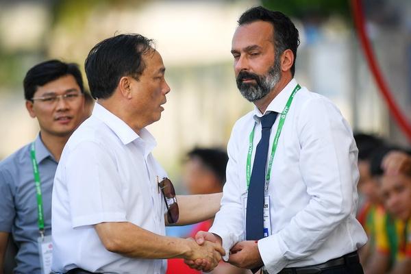 Cựu HLV Thanh Hoá chỉ trích, đòi kiện bầu Đệ lên FIFA - Bóng Đá