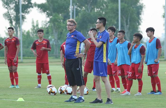 CHÍNH THỨC: HLV Philippe Troussier triệu tập 36 cầu thủ lên U19 Việt Nam - Bóng Đá