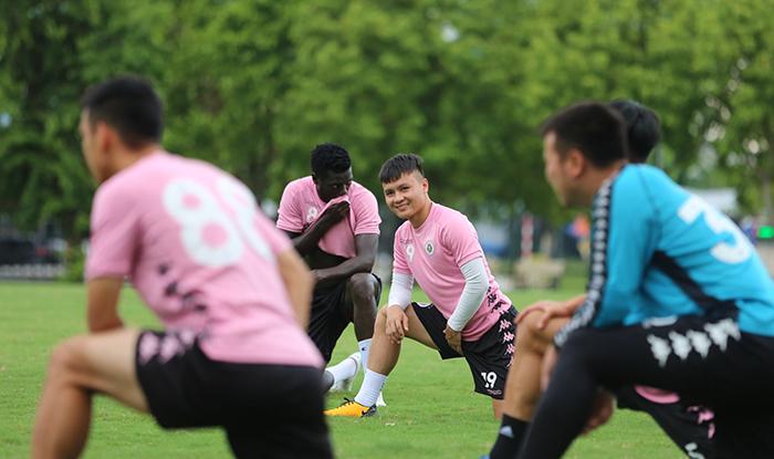 CLB Hà Nội đội nắng tập thể lực sẵn sàng bảo vệ ngai vàng V-League