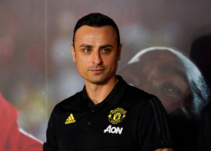 Dimitar Berbatov urges Manchester United to 'complete their squad' by signing centre back and endorses Jadon Sancho transfer - Bóng Đá