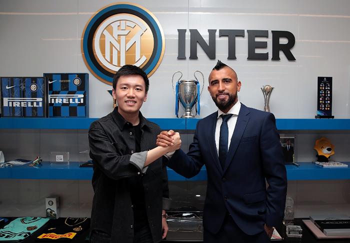 Arturo Vidal gặp lại đồng hương trong buổi tập đầu tiên tại Inter Milan - Bóng Đá
