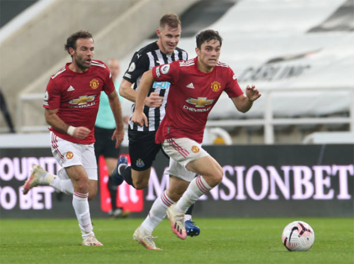 Manchester United fans praise Dan James' performance - Bóng Đá