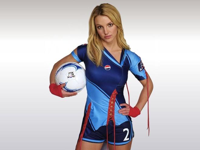 Nhìn lại đội hình huyền thoại 18 năm trước của Pepsi: Britney Spears và