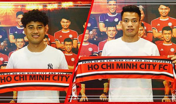 Đức Lương (trái) và Văn Sơn cũng nói lời chia tay đội chủ sân Thống Nhất.