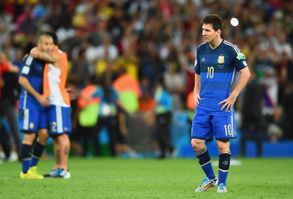 Messi cảnh giác với sức mạnh thể chất của