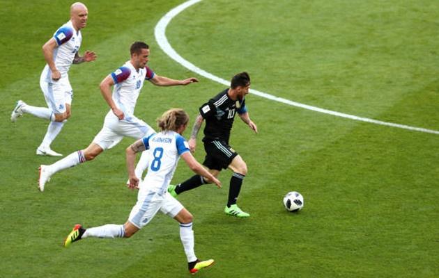 Patrice Evra chỉ ra điểm khác biệt mấu chốt giữa Ronaldo và Messi - Bóng Đá
