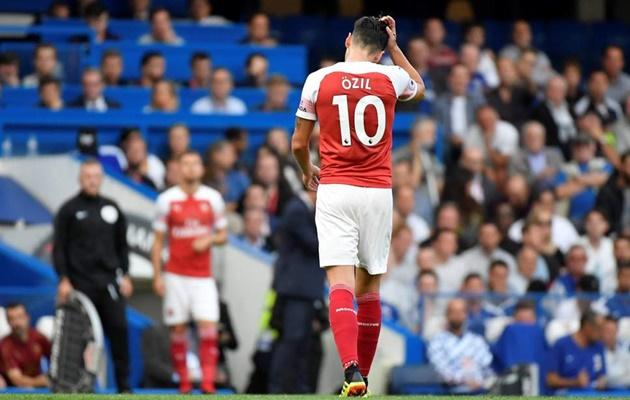 SỐC: Ozil bị loại khỏi đội hình Arsenal vì