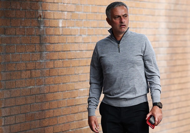 Mourinho: 'Sa thải tôi? Bạn có biết họ phải tốn bao nhiêu tiền không?' - Bóng Đá
