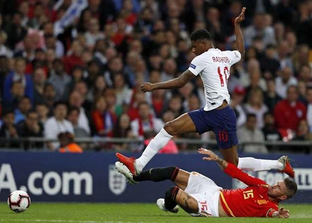 Ramos bị la ó, huyền thoại Man Utd nói lời CỰC CHUẨN (gary neville) - Bóng Đá