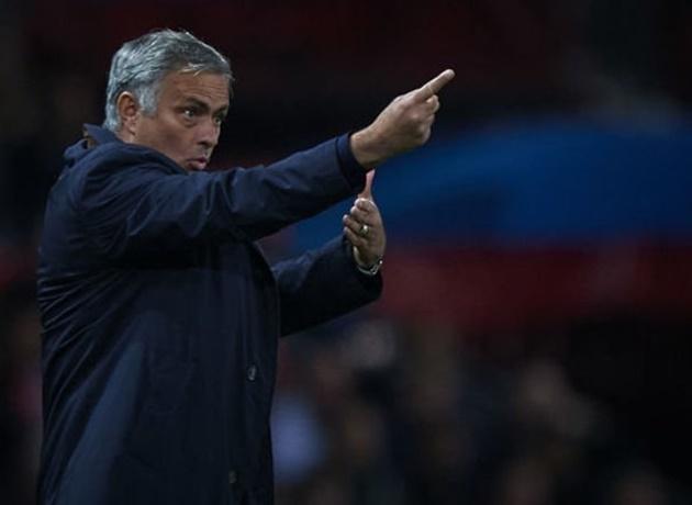 'Thật đau đớn khi xem Man Utd dưới thời Mourinho' Berbatov - Bóng Đá