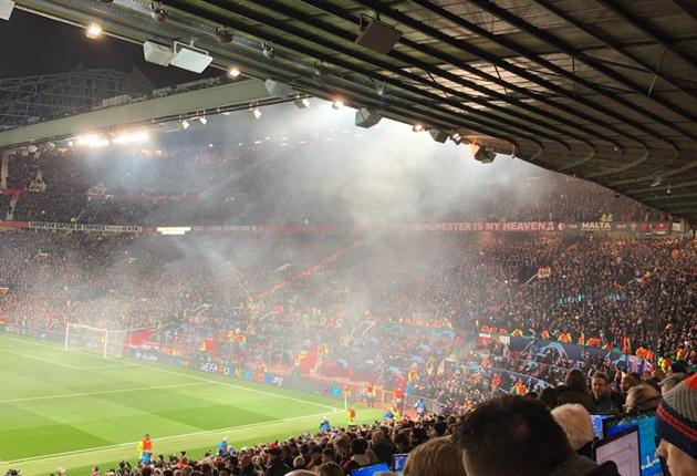 '1 bầu không khí tráng lệ ở Old Trafford' - Bóng Đá