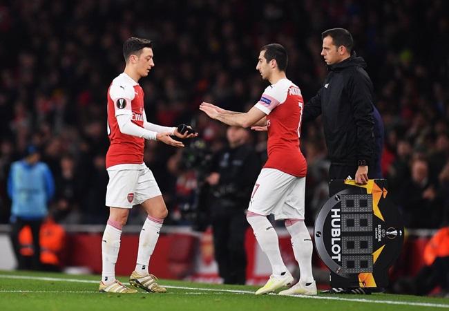 Ozil gửi thông điệp đến Arsenal sau trận thắng Napoli - Bóng Đá