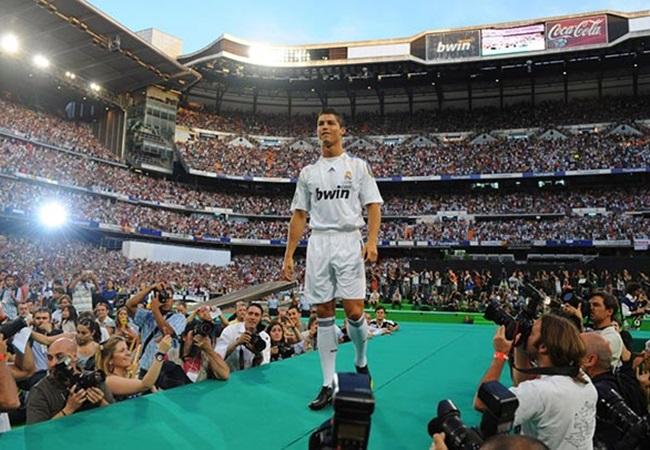 Man Utd từ khi bán Ronaldo: 44 tân binh, và chỉ 2 Premier League! - Bóng Đá