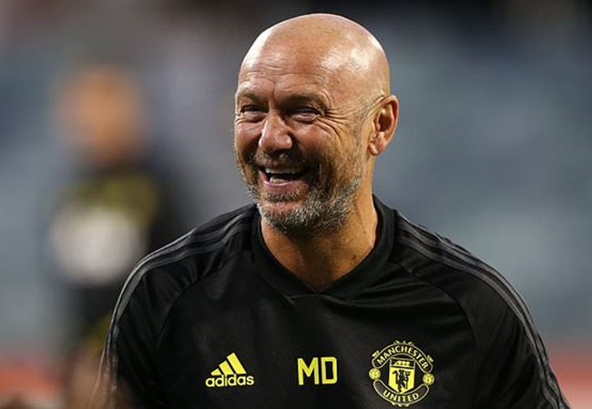 Manchester United coach Mark Dempsey 'stable' after being rushed to hospital overnight in Australia - Bóng Đá