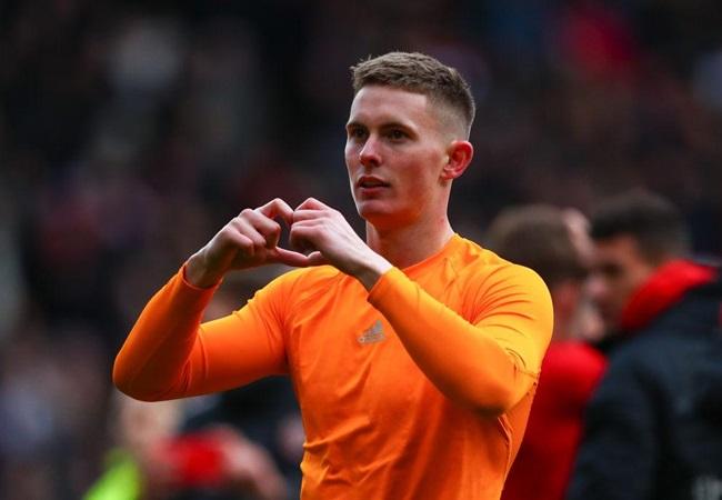Sheffield United chase Dutch goalkeeper Michael Verrips as Chris Wilder waits on Dean Henderson - Bóng Đá