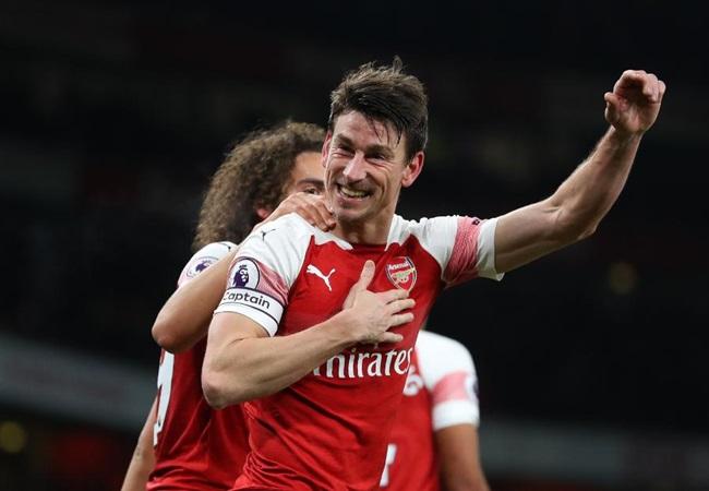 Laurent Koscielny transfer talks 'begin in London' as Arsenal star eyes exit - Bóng Đá
