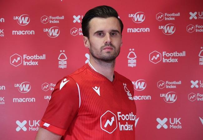 Official: Carl Jenkinson join Nottingham - Bóng Đá
