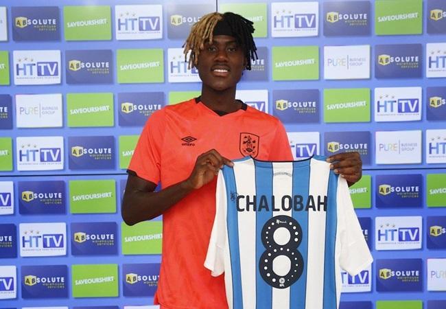 Chelsea midfielder Trevoh Chalobah has joined Huddersfield Town on a season-long loan.  - Bóng Đá