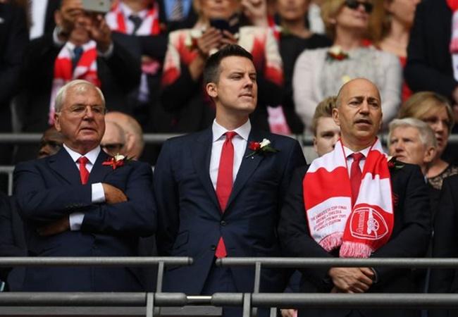 Josh Kroenke wants to cut away Arsenal deadweight amid Shkodran Mustafi transfer speculation - Bóng Đá