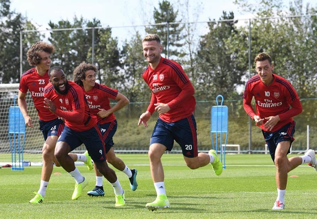 Unai Emery to 'work with' Shkodran Mustafi after Arsenal defender refused transfer - Bóng Đá