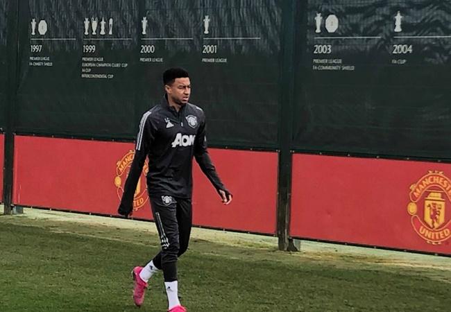 Fan Man Utd reach Lingard's back to tranning - Bóng Đá