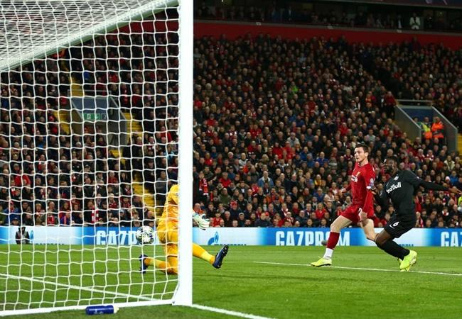 'Hậu vệ trái Liverpool chạy để làm gì?' - Bóng Đá