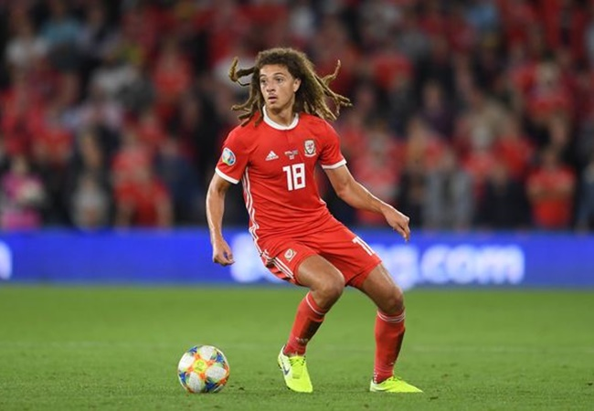 Ryan Giggs concerned over Ethan Ampadu's disappointing loan spell at Leipzig - Bóng Đá