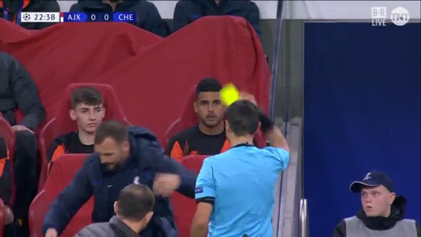 Thẻ vàng dành cho đối tượng bất ngờ ở trận Ajax - Chelsea - Bóng Đá