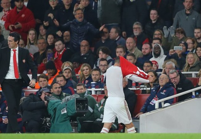 Hector Bellerin issues public plea to Arsenal fans after Granit Xhaka incident - Bóng Đá