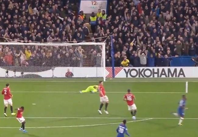 Fred nổi điên với bộ 3 trung vệ của Man Utd - Bóng Đá
