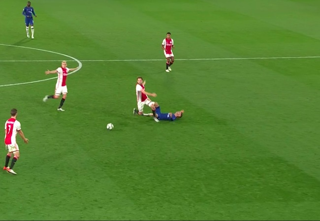Angry Erik Ten Hag blames VAR after Ajax denied by Chelsea in eight-goal thriller - Bóng Đá