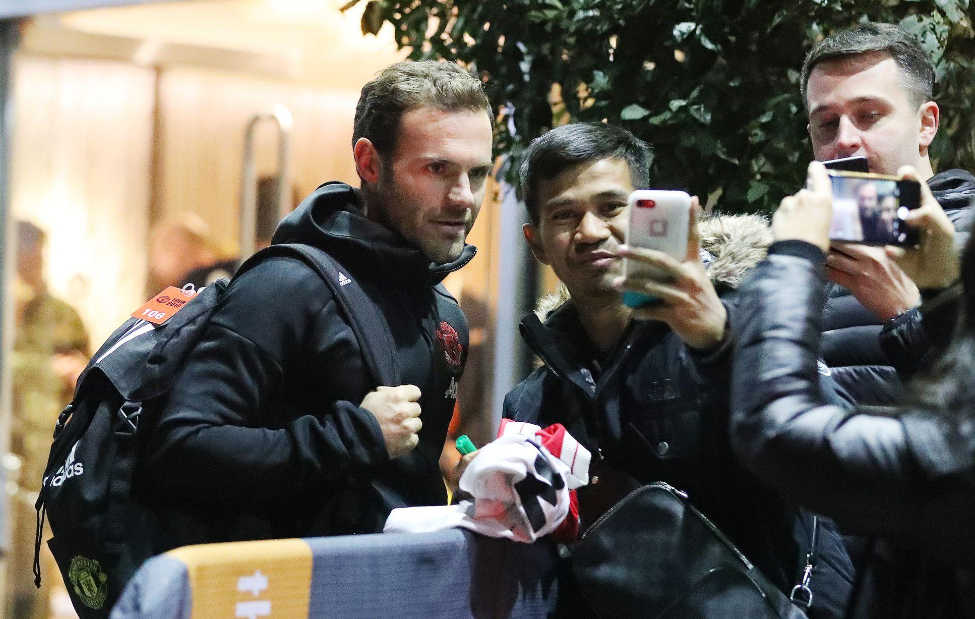 Dàn sao Man Utd đổ bộ tới khách sạn Lowry: Maguire căng thẳng; 'Nhân tố X' có mặt - Bóng Đá