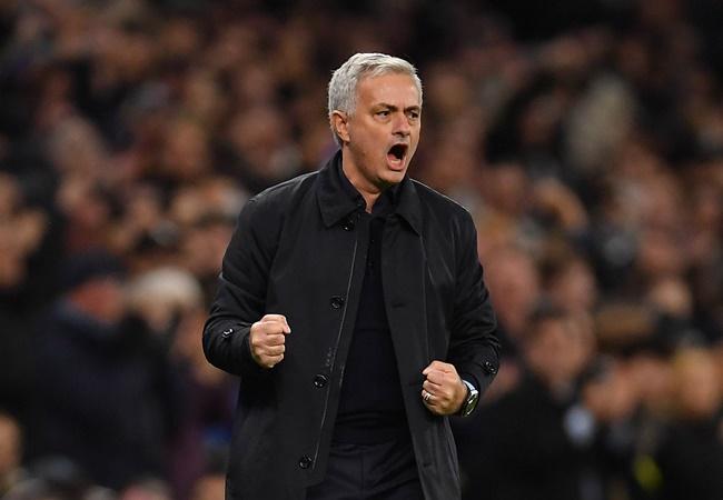 Jose Mourinho plans to meet with Manchester United staff before Tottenham clash - Bóng Đá