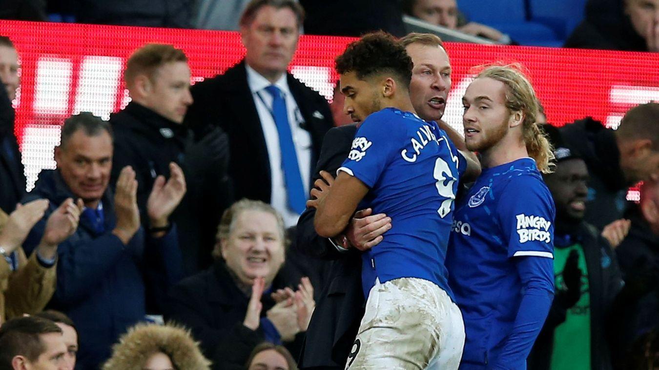 'Anh ta phát rồ ngoài đường pitch, ăn mừng điên cuồng với cậu bé nhặt bóng' - Bóng Đá