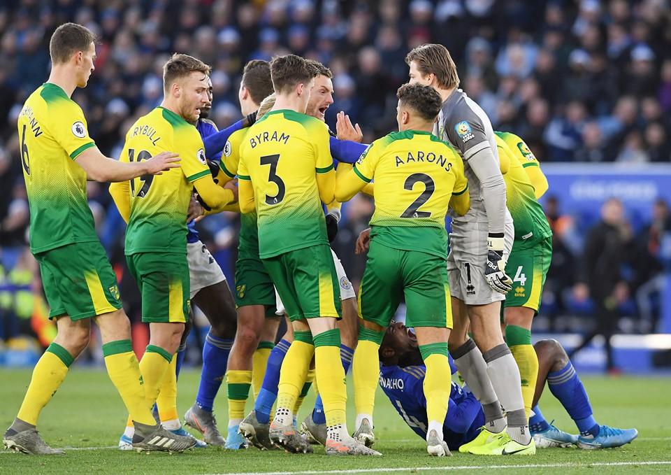 Sao Leicester suýt bị 'tẩn' vì động thái thiếu fair play - Bóng Đá