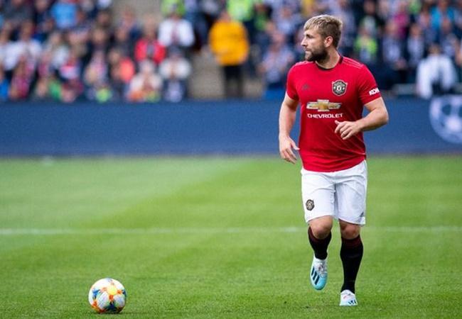 Manchester United defender wins hearts with kind gesture towards Carrington staff - Bóng Đá