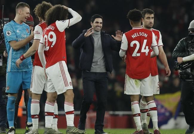 Arsenal's Alexandre Lacazette reveals Mikel Arteta unleashed hairdryer treatment at half-time against Leeds - Bóng Đá