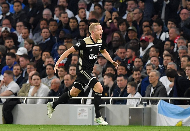 Van de Beek might also be hungry for Manchester United. - Bóng Đá