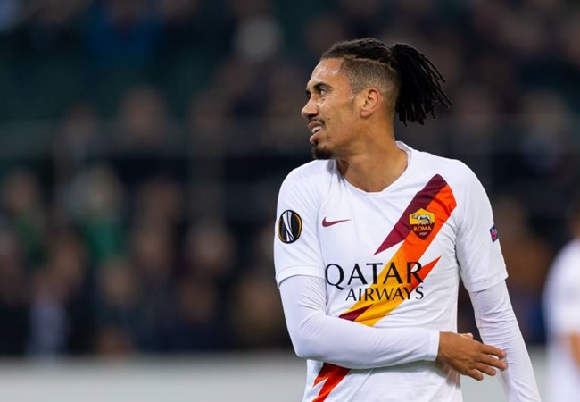 Man Utd chiefs' decision upsets Roma as permanent Chris Smalling transfer left in doubt - Bóng Đá