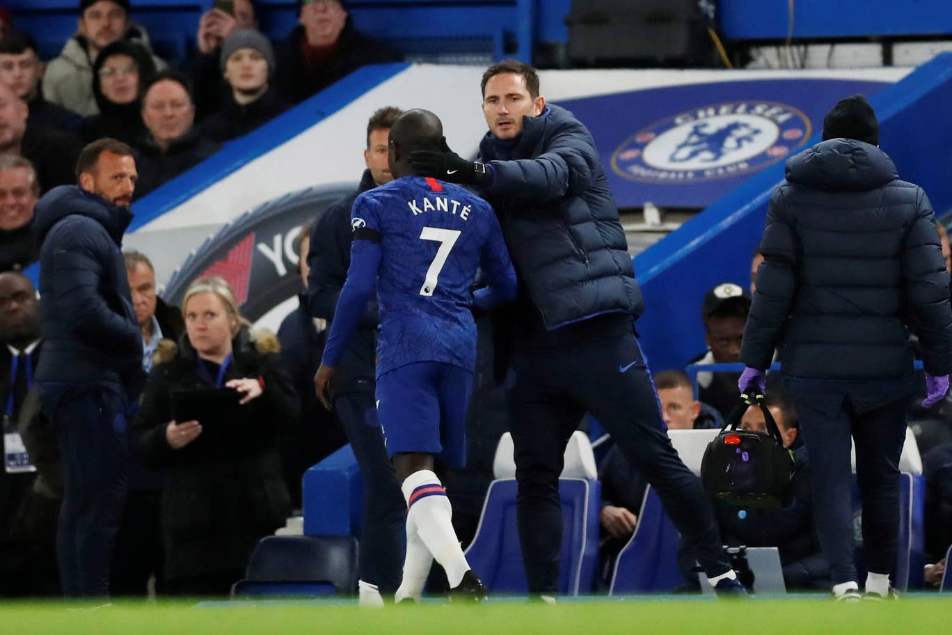 Chelsea boss Frank Lampard pessimistic over N'Golo Kante injury picked up against Man Utd - Bóng Đá