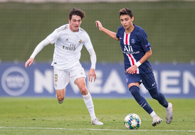 Chelsea are 'eyeing summer move for Paris Saint-Germain starlet Kays Ruiz-Atil' as the midfielder enters final year of his deal - Bóng Đá