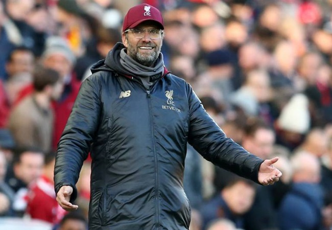 Klopp tells Liverpool players to wear masks and gloves - and can't understand why the British public doesn't do the same - Bóng Đá