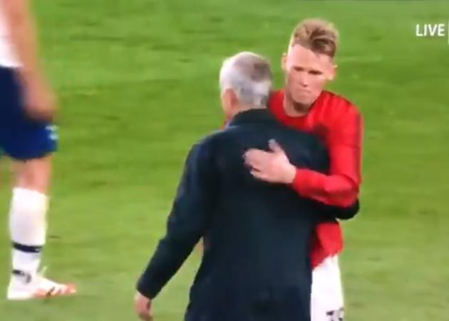 Manchester United star Scott McTominay runs over to hug Jose Mourinho after Tottenham draw - Bóng Đá