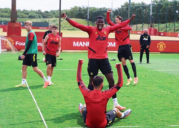 Fernandes đăng ảnh cười giỡn cùng Pogba trong lúc tập lên Twitter - Bóng Đá