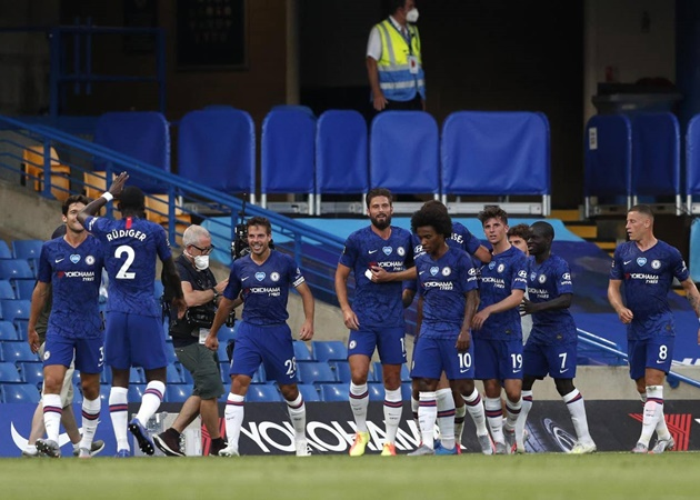 Đánh bại Manchester City, The Blues đang nắm trong tay 54 điểm, hơn đội bám đuổi là Manchester United 5 điểm.