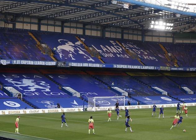 Hành quân đến sân của Chelsea, Manchester City phải thi đấu dưới áp lực không hề nhỏ. Bởi lẽ chỉ với một thất bại, The Citizens sẽ trực tiếp giúp Liverpool lên ngôi sớm trước 7 vòng đấu.