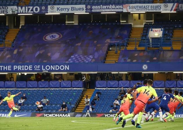 Thế nhưng, Manchester City đã cho thấy bản lĩnh của mình. Đến phút 55, Kevin De Bruyne tỏa sáng với pha sút phạt đẳng cấp cân bằng tỉ số trận đấu.